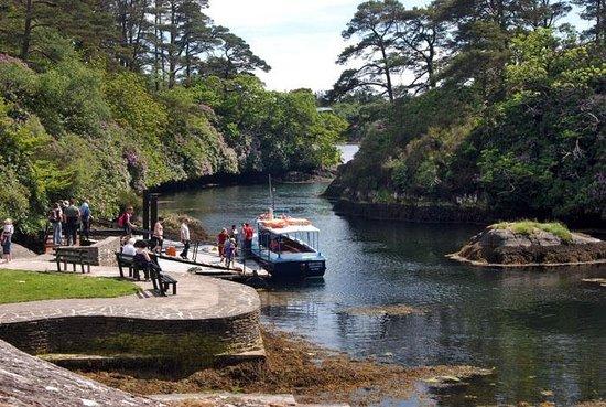Garnish Island : Die Blue Pool Ferry, eine der drei Möglichkeiten zum Übersetzen