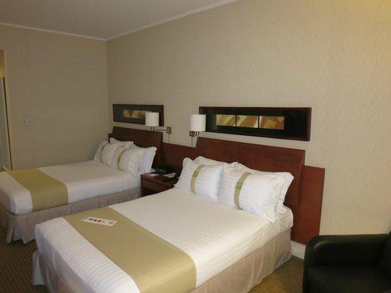 Holiday Inn Santiago Airport : номер