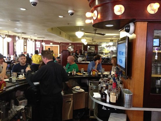 Deanie's Seafood: The Bar
