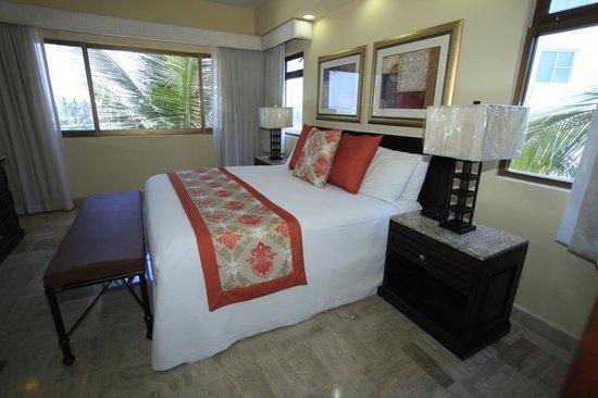 Torres Mazatlan Resort : Master Suite renovated