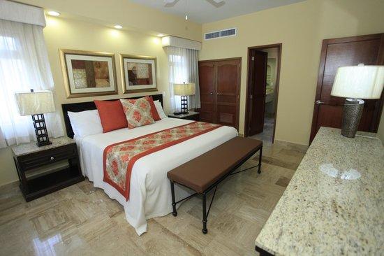 Torres Mazatlan Resort : Master Bedroom renovated unit