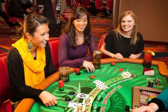 Akwesasne casino gambling age juego gratis poker online