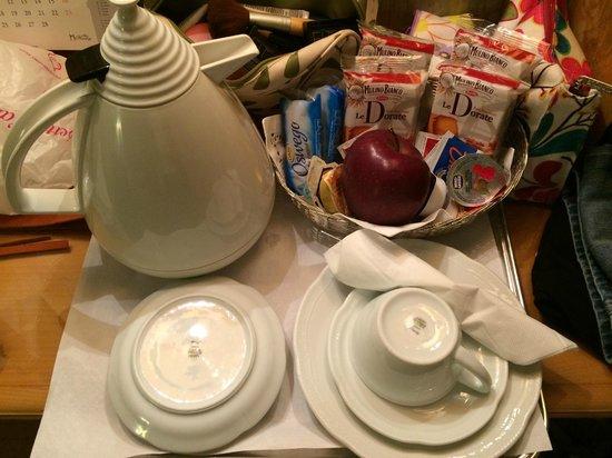 Hotel Hermitage: Free breakfast...room service!
