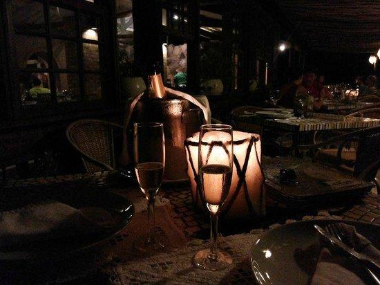 Hotel Canto das Aguas: Mesa posta para 2 no Restaurante do Hotel: delicadeza e bom gosto!