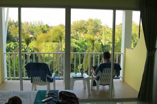 Naiyang Sonwa Resort : Balkon mit Blick ins Grüne