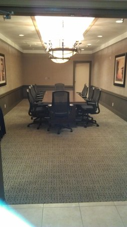 Embassy Suites by Hilton Birmingham: Meeting room was just the right size