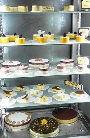 Il Gelato di Carlotta: An array of cakes made with gelato