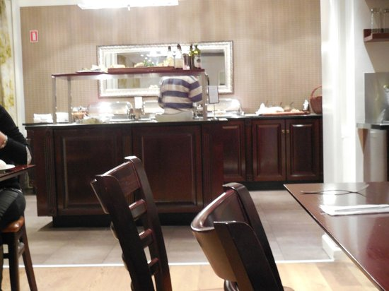 First Hotel Mayfair: Breakfast / Buffet area