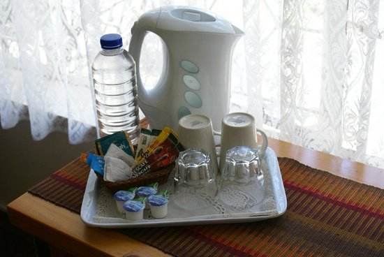 Emerald Guest House: Coffee / Tea making facilities in room
