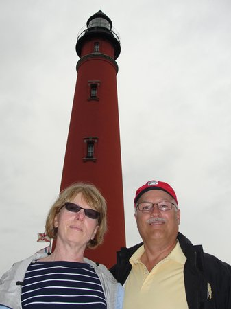 Ponce de Leon Inlet Lighthouse & Museum: Friends at the Lighthouse base