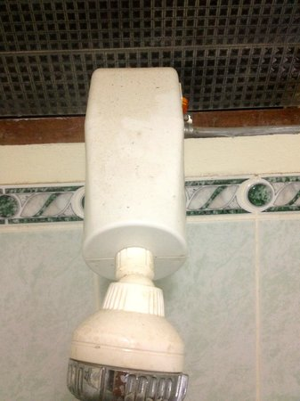 Villa Acacia: l'arrivée d'eau de la douche