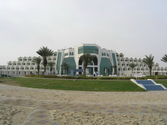 Mirfa Hotel: Vista maestosa dalla spiaggia