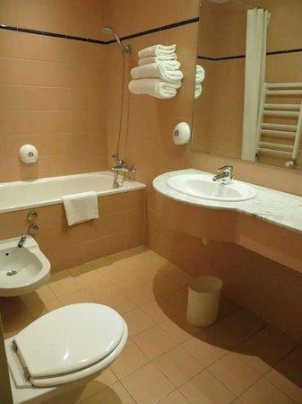 Maison Rouge Hotel : bathroom