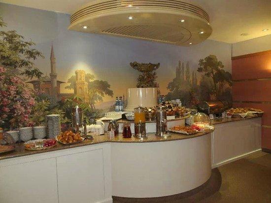 Maison Rouge Hotel : Breakfast Buffet