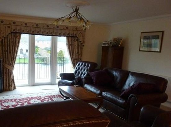 River Garth Guest House: Lounge & dining area