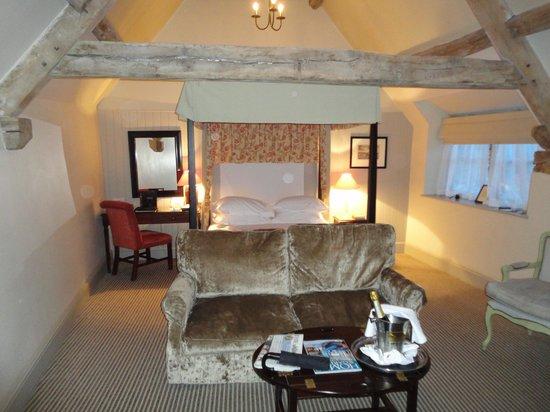 Macdonald Bear Hotel: Bed