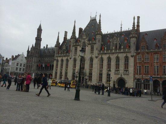 Martin's Brugge: Het grote plein op zo'n 150 meter van het hotel