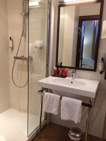 Best Western La Joliette : salle de bains