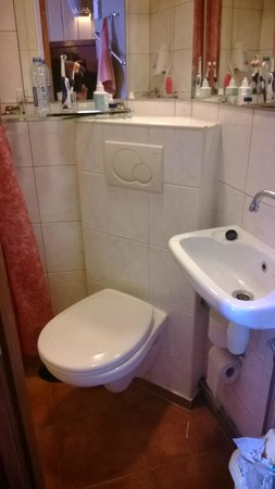 Hotel Nadia: bagno