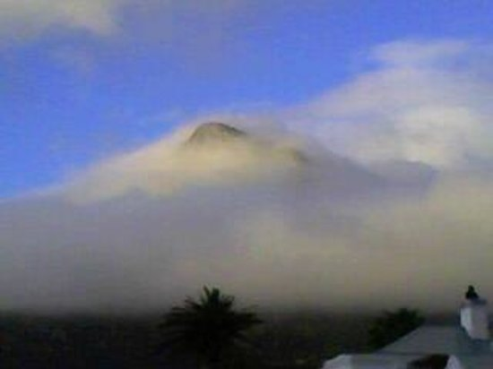 The Bay Hotel: Lions Head in the cloud
