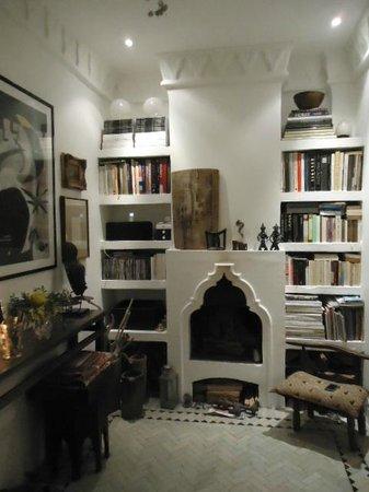 Dar 23: Living room.