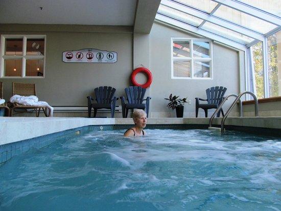 Hôtel Suites Lac-Brôme : espace spa