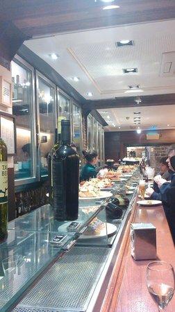 Irati Taverna Basca : Irati Taverna -  barra de pintxos