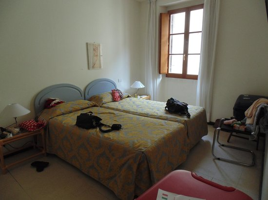 Palazzo Ricasoli Residence: 1ère partie de la chambre triple