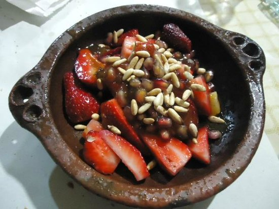 Le Saveur du Poisson : Dessert, fresh strawberry and pine nuts, very refreshing!