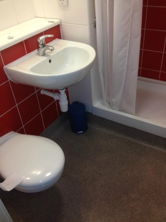 Travelodge London Central Southwark: el baño