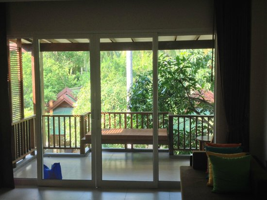 Sand Sea Resort : Looking out at porch area