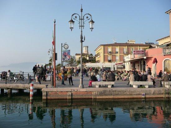 Gelateria Bar Al Porto: lato lungolago