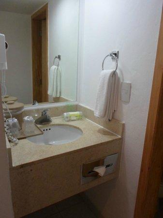 Holiday Inn Cancun Arenas: Limpio y excelente ropa de baño y toallas