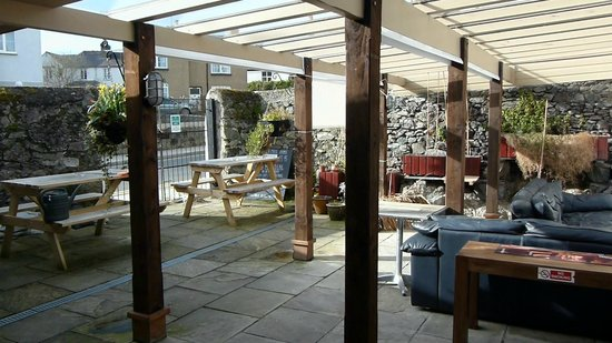 Liverpool Arms: Outside Seating Area