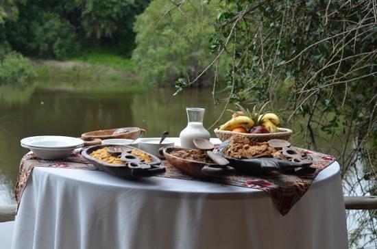 Tongabezi: Frühstück Sindabezi Island