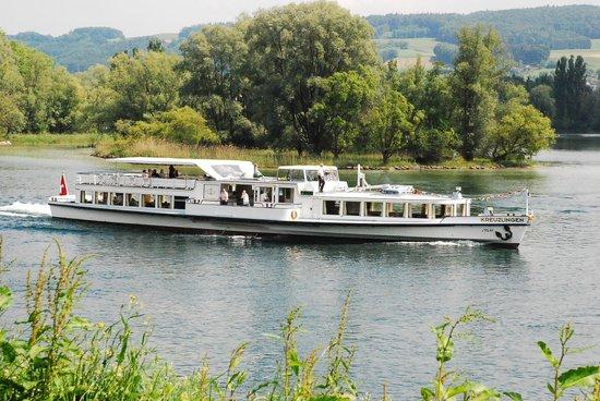 Lac Léman (Lac de Genève) : Boat on Lake Geneva--Passenger Ferry