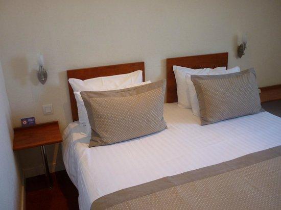 Hotel aux Tamaris: chambre