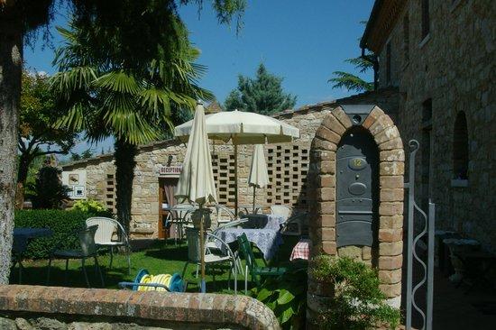 Casale Gregoriano: Il giardino al di fuori del casale