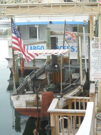 Holiday Inn Key Largo : African Queen di fronte all'hotel e dietro la Key Largo Princess II
