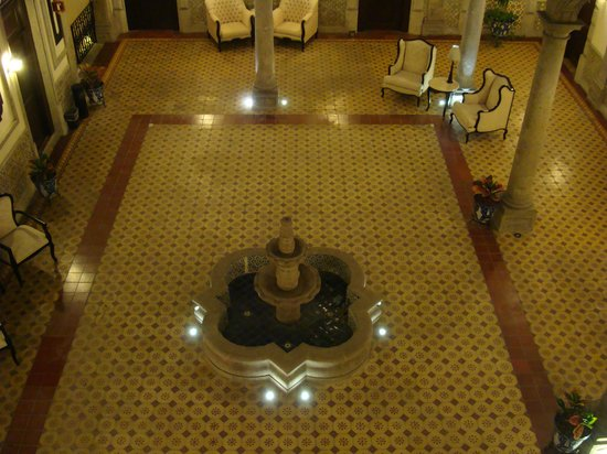 Hotel Morales Historical & Colonial Downtown Core: Inner Court - I