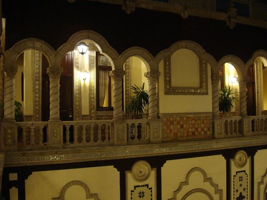 Hotel Morales Historical & Colonial Downtown Core: Inner Court - III
