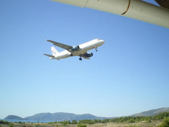 Hotel Macedonia: plane flying past the hotel