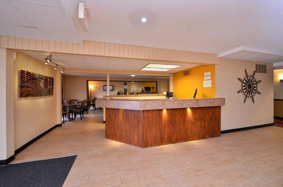 Super 8 Rochester / South Broadway : Front Desk
