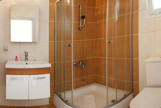 Long Beach Resort: Bathroom