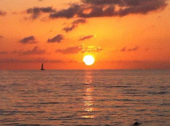 Fun Holiday Beach Resort: Sunset