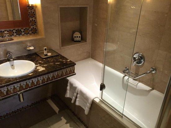 Sofitel Marrakech Lounge and Spa : sdb