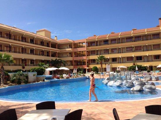 HOVIMA Jardin Caleta : L'hotel e la piscina