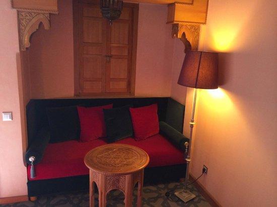 Sofitel Marrakech Lounge and Spa : alcove Marrocaine dans la chambre