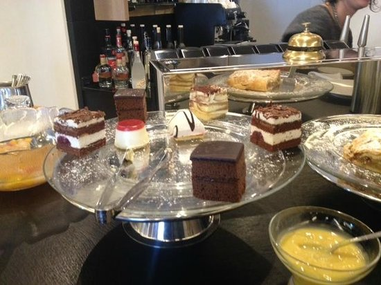 ArtHotel Anterleghes - Gardenahotels: Sweets each afternoon!!