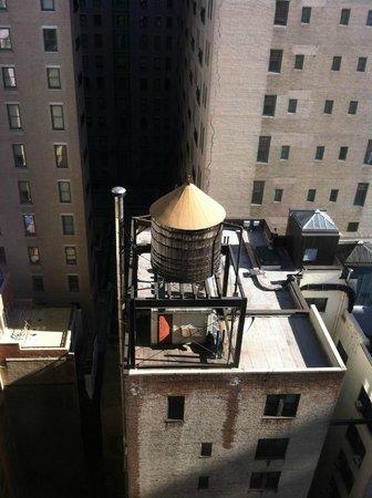 """Park Lane Hotel: Вид в окно на """"небоскребы Манхэттена"""""""